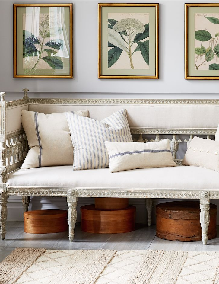 Beau Love This Mix Of Elegant Antique French Furnishings Paired With Sunwashed  Linens And Gilded Accents.