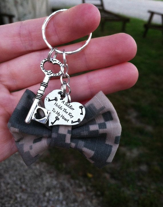 """A soldier holds the key to my heart"" Army Bow Keychain by GreenStarAccessories on Etsy, $10.50"