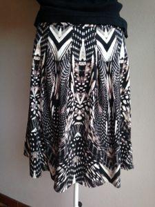 Skirt with geometric pattern, Size 12. Cotton.
