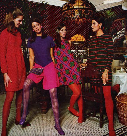 1960's Fashion. (Is that Ali McGraw?)