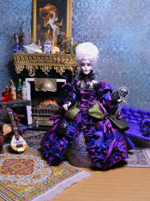 OOAK 5.5 inch poseable Vampire Doll Countess by LoreleiBlu on Etsy, $100.00 (jt-love the colours of her magnificent costume!)