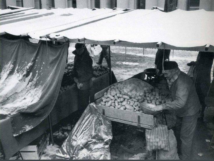 Le marché du boulevard Brune, vers 1955. Une photo de © Sabine Weiss  (Paris 14ème)