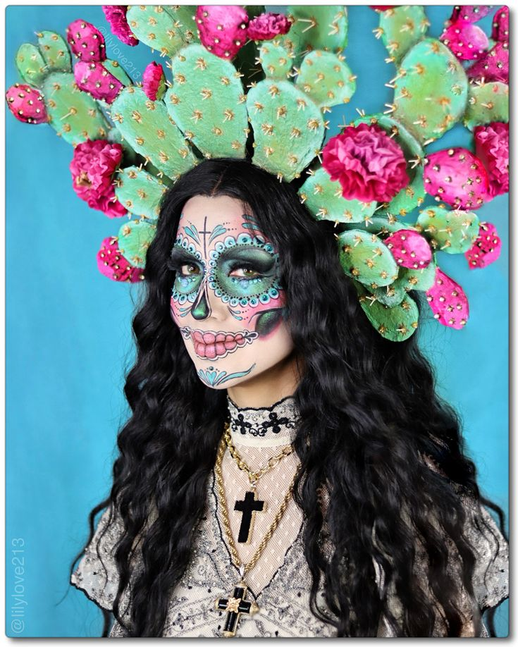 Corona de Nopales / @lilylove213 Halloween Makeup Looks, Halloween Make Up, Halloween Costumes, Sugar Skull Makeup, Sugar Skull Art, Fantasy Make Up, Fantasias Halloween, Creative Makeup Looks, Costume Makeup