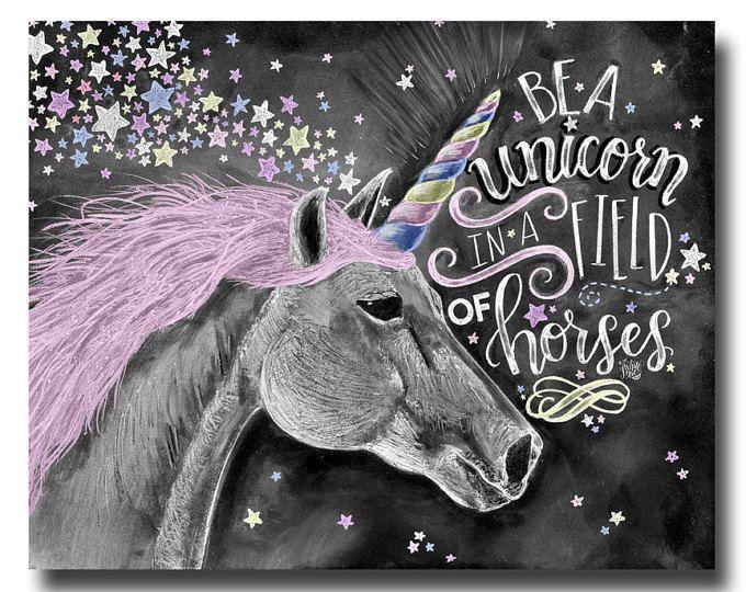 Arte de unicornio, unicornio de impresión, arte de la pizarra, la tiza ser un unicornio en un campo de caballos, yo creo en unicornios, decoración de habitaciones de niñas