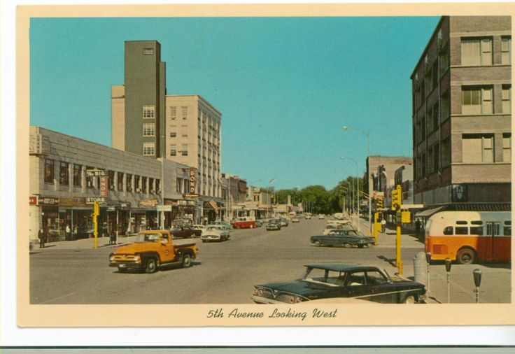Postcard of Clinton, Iowa, 5th Avenue Looking West