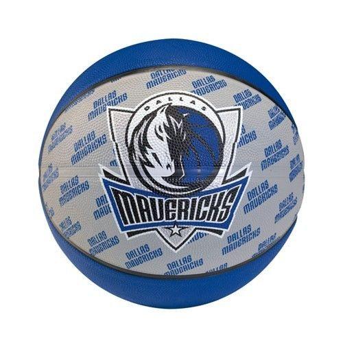 Balón Spalding Dallas Maverick, de goma de alta calidad para uso interior y exterior, con el diseño exclusivo del equipo de la NBA, Dallas Mavericks. Un gran regalo para todos los aficionados al baloncesto. Tallas 5 y 7 www.basketspirit.com/Balones