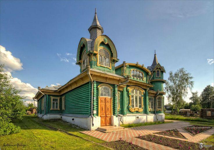 Загородный дом Шорина - памятник архитектуры, расположенный в городе Гороховце Владимирской области. Он был возведен в начале XX века. Загородный дом Шорина – это оригинальный сплав «русского стиля» и модерна.