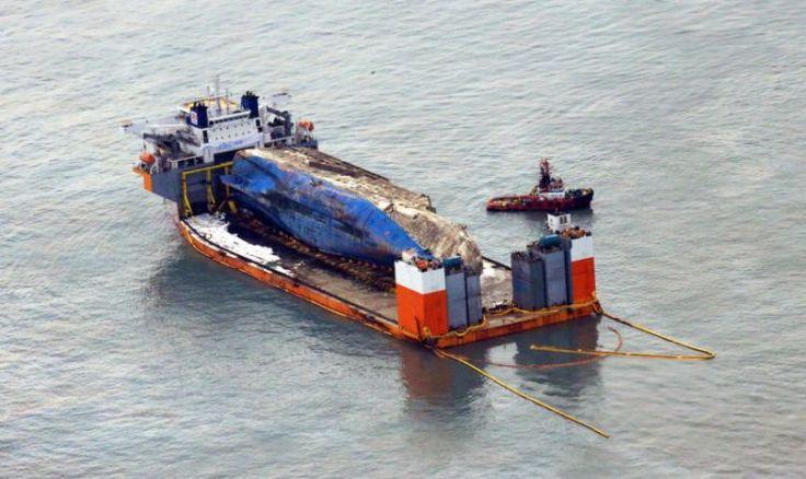 Photos: Sewol Wreck Ready for Lift to Mokpo