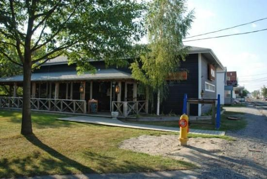 Great burgers, steaks and pasta. Great service!  Resto Bar Le Deck - 192 rue Victoria, Edmundston, NB 506-353-3325
