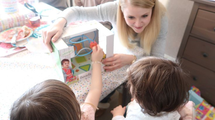 Baby's eerste verjaardag: Cakesmash (of smashcake) inspiratie, cadeaus, inspiratie voor decoratie, thema en hapjes! In dit verslag deel ik de foto's van de first birthday van baby (dreumes) Aimy!