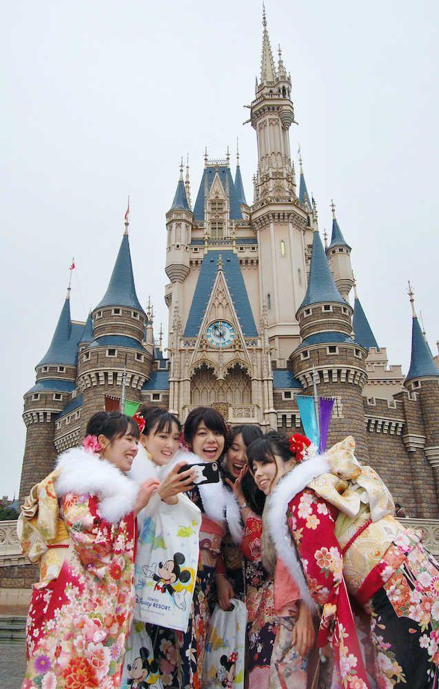 ミッキー、16回目の祝福 浦安市、東京ディズニーランドで成人式 #成人式