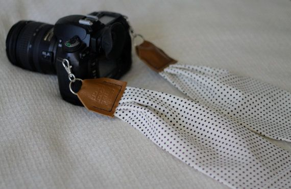 Hey, j'ai trouvé ce super article sur Etsy, chez https://www.etsy.com/ca-fr/listing/161960589/little-dots-scarf-camera-strap