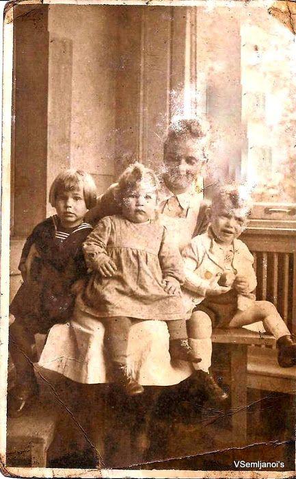 Minha mãe Iris Kampmann, na II Guerra Mundial, Em seu curso de Enfermagem Pediátrica.