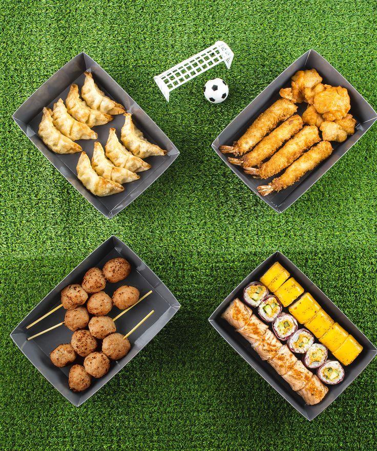On mise sur la nouvelle box en série limitée de chez Planet Sushi, composée de fondants sushis, de croquants tempuras mais aussi des makis et des gyozaspour se faire  livrer à domicile nos repas pendant l'euro de foot