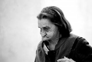 PHOTO: Cuba - La donna che pensa con la mascella