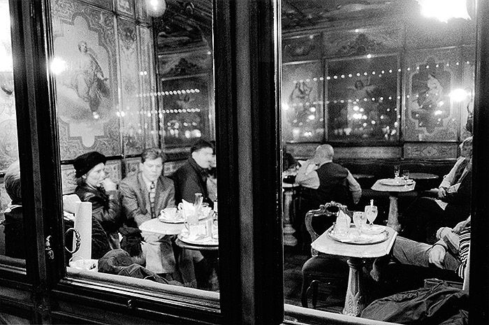 Photo by Gianni Berengo Gardin   Caffè #Florian a #Venezia San Marco - Florian #cafè in #Venice Saint Mark #travel #travelinspiration  #italy #italia #veneto #instaitalia #italianalluretravel #lonelyplanetitalia #lonelyplanet #photography
