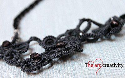 Collana con tecnica chiaccherino e filo di perle. #chiaccherino #collana #tatting #perle #grigio #cotone