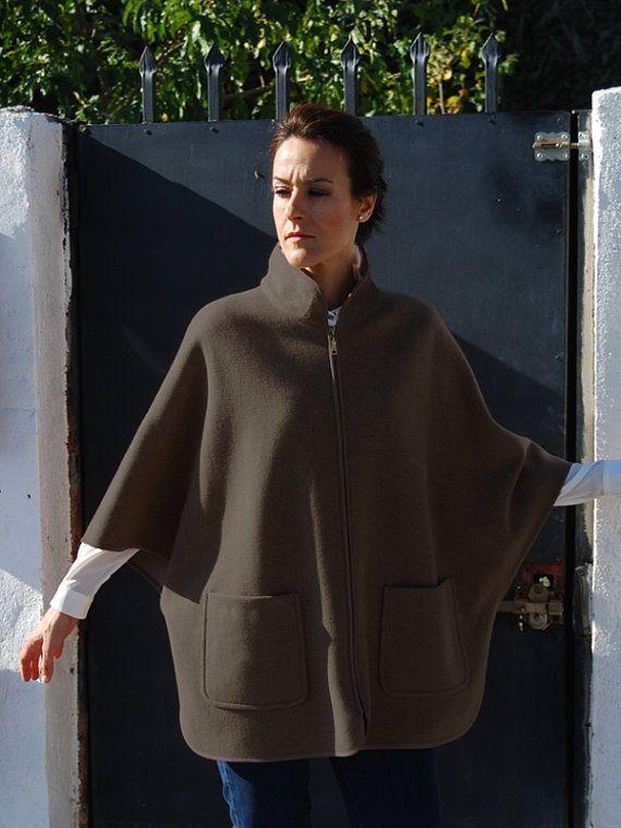 Patrón de Costura de Abrigo Capa. Patrón de costura para señora a disfrutar en invierno.
