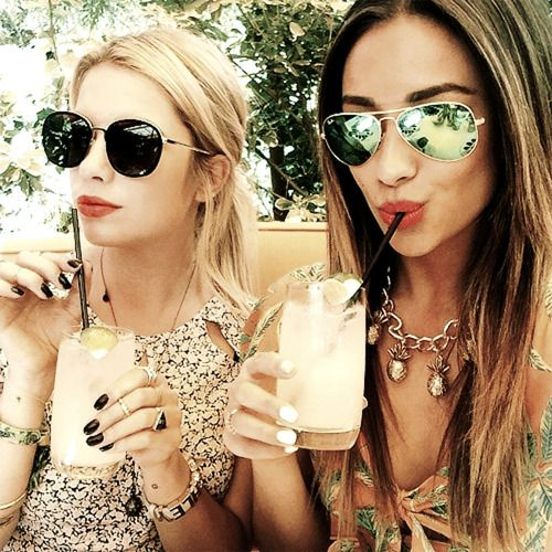 Shay Mitchell & Ashley Benson sippin' pretty on their cocktails in the sun - man do we miss summer