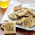 Formuna özen gösterenler , diyet yapanlar için, lezzetli ve pratik bir kurabiye tarifi…. Malzemeler 250 gr margarin (oda ısısında yumuşatılmış) 1 çay bardağı ayçiçek yağı 1 yemek kaşığı toz şeker 1 tatlı kaşığı tuz 2 tatlı kaşığı sirke 1 paket kabartma tozu 1 yumurta akı Aldığı kadar tam buğday unu 1 tatlı kaşığı keten tohumu 1 yemek kaşığı yulaf ezmesi 1 tatlı kaşığı haşhaş tohumu Üzeri için Yumurta sarısı Keten tohumu Ay çekirdeği Haşhaş tohumu Hazırlanışı Margarin,şeker, tuz, ayçiçek…