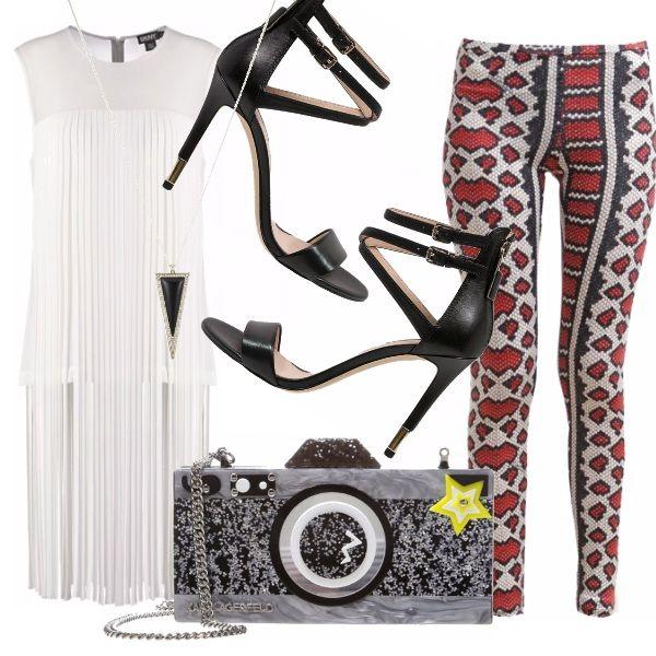 Frange a profusione sul top DKNY per seguire il trend del momento. Si abbina in perfetto stile rock ai leggings pitonati Just Cavalli, ai sandali stiletto Guess da dura e alla clutch funky di Karl Lagerfeld per mettere in mostra il lato fashion di una bad girl.