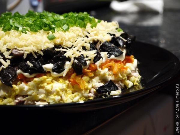 В каждой семье на любом празднике или в повседневной жизни салаты признаются обязательной частью любого угощения. Салат может появиться на столе в любой момент трапезы а иногда сам...