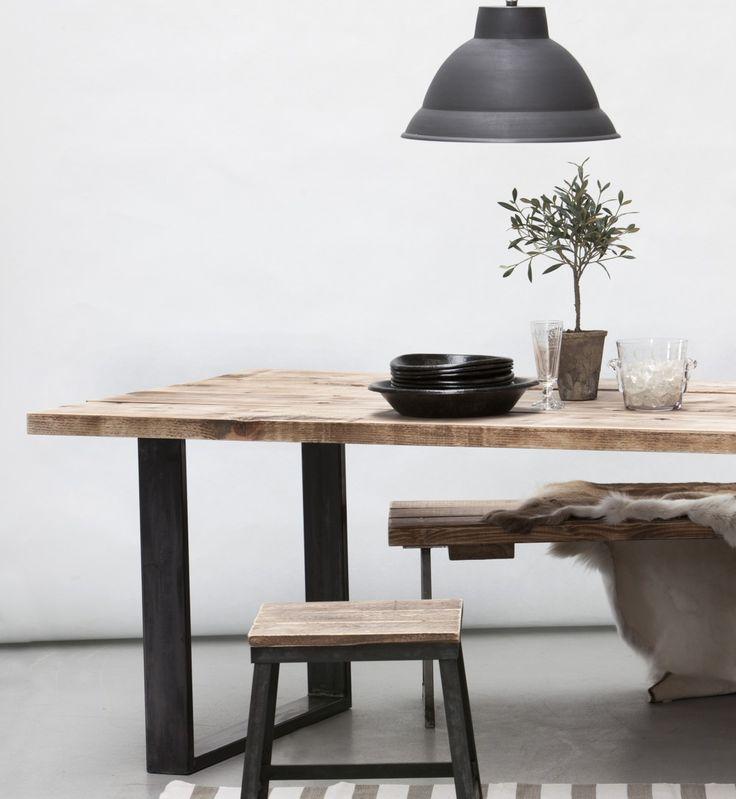 Custom made træmøbler - Mål og design laves efter ønske - Skræddersy dit eget egetræsbord.