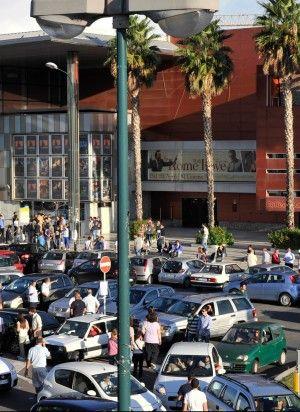 Il boom dei parcheggiatori abusivi: quanti affari tra stadio e Mostra