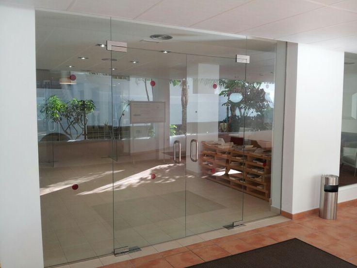 Portal de vidrio templado con frenos hidr ulicos - Pasadores para puertas ...