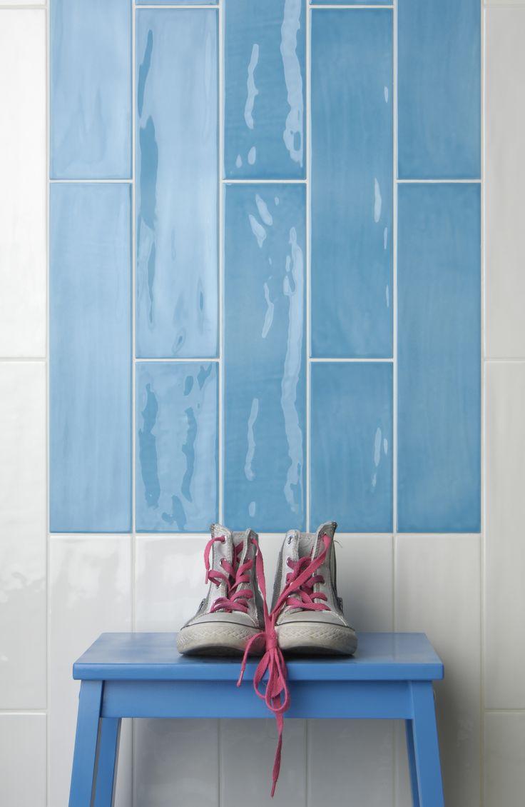 Tonalite collezione Joyful40, 10x40, 13 colori lucidi su superficie strutturata. Qui nei colori Milk, e Azure.Tiles, piastrelle, ceramiche, ceramica, walltiles, floortiles, rivestimento, pavimento, metrotiles, subwaytiles