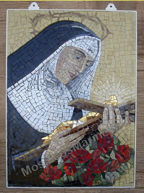 Pequeno painel de mosaico com imagem de Santa Rita de Cássia
