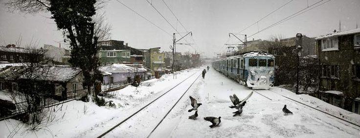Suburban train, Istanbul, 2004. Nuri Bilge Ceylan.