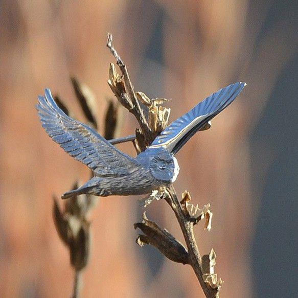 冬の荒野といえばコミミズク。あのフワフワとした飛び方、ハンコのような体つき、意外と長い翼、精悍な目つき、魅力一杯の鳥ですね。そんな葦原の上を飛び回るコミミをブ... ハンドメイド、手作り、手仕事品の通販・販売・購入ならCreema。