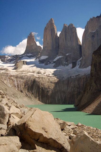 Torres del Paine, Chile http://www.celebratebig.com/chile/08-chile-torres-del-paine-towers-lake-sunny.jpg