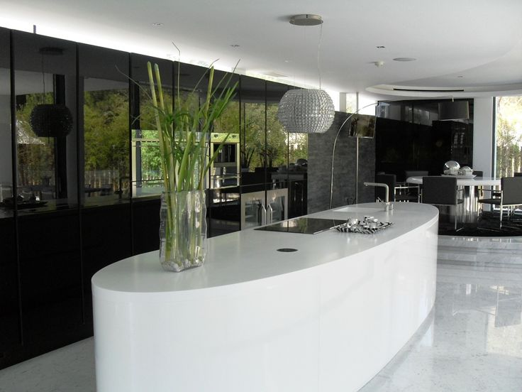 Black and Withe Kitchen project by Leiken