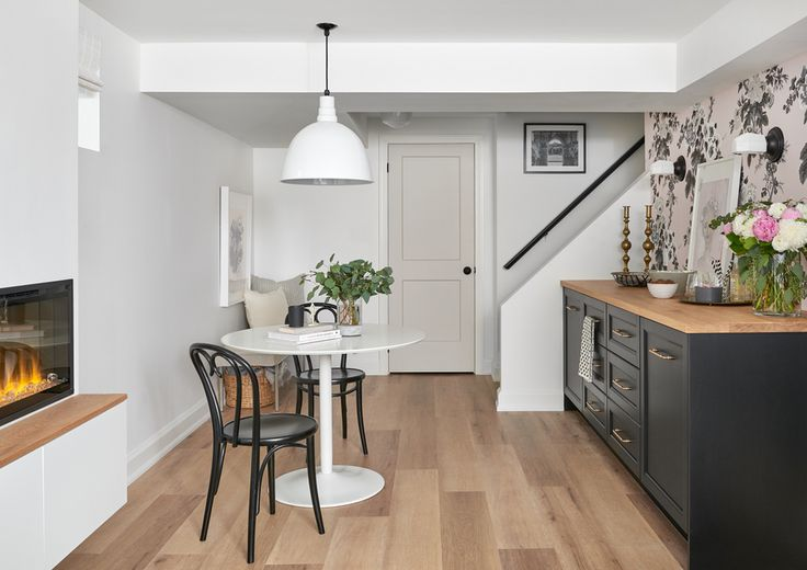 Simply White Living Room Ideas: Walls- Simply White Door BM Balboa Mist OC-27 The Handrail