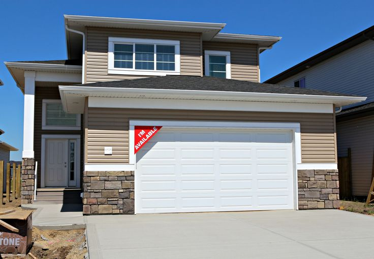 The Incline is a 1385 sq ft 3 bedroom, 2 bath modified bi level has two different upper floor options.