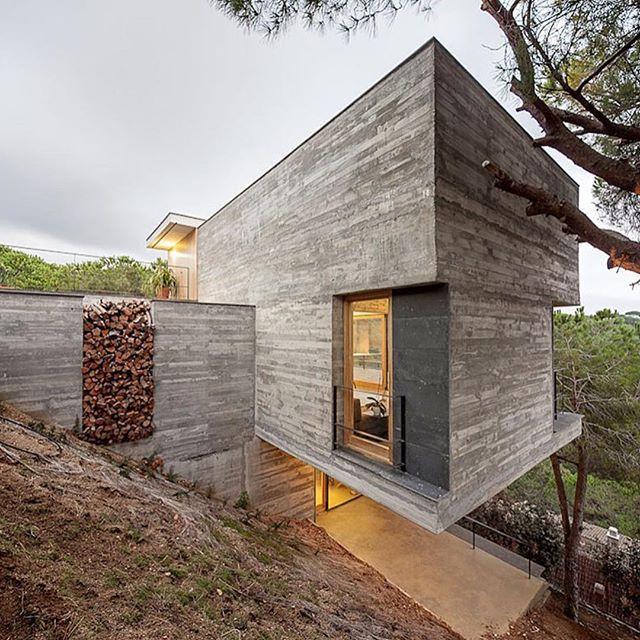 ✨Concrete Home in Sant Pol de Mar. Location: #Spain #_archidesignhome_