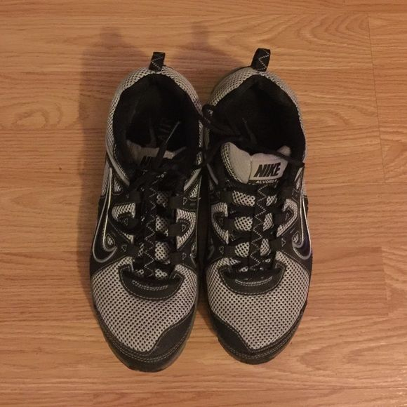 NIKE AIR SZ men sz 8, women sz 10 Pre-owned, excellent condition, gently used unisex Nike sneakers Nike Shoes Sneakers