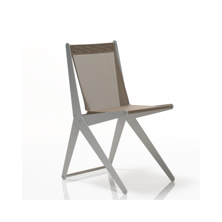 Bysteel Silla terraza Lisa Diseño Stefano Pirovano 2012. Silla de exterior Lisa plegable de aluminio anodizado, asiento y respaldo en tela de PVC.
