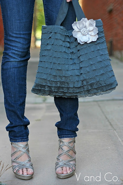 Purse/tote made of pre-made ruffled fabric. Great for those of us (me) who hate to sew, but love the ruffled look!