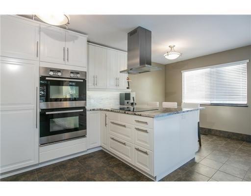 white kitchen !
