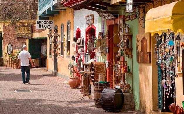 Embu das Artes. Localizado a cerca de 30 km da capital de São Paulo!