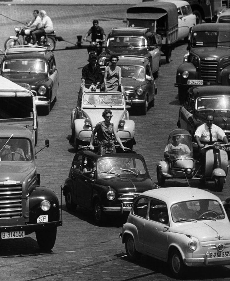 DESCAPOTABLES (PLAZA ESPAÑA, BARCELONA 1963)