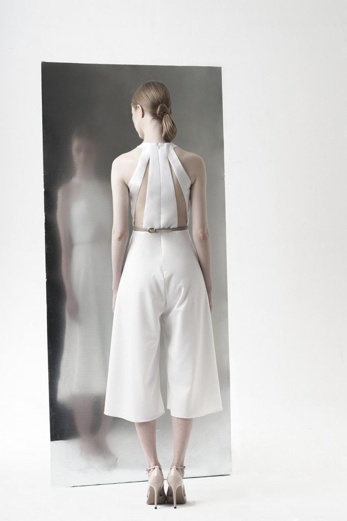 CHLORO back white