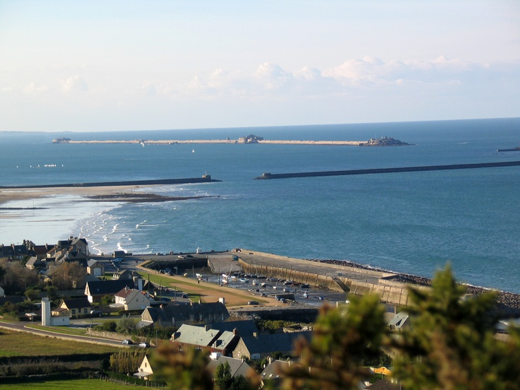 Port du Becquet et rade de Cherbourg. www.cherbourgtourisme.com