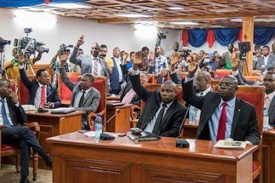 El Senado haitiano aprueba una ley que penaliza el matrimonio homosexual. EFE   El Diario, 2017-08-02 http://www.eldiario.es/sociedad/Senado-haitiano-penaliza-matrimonio-homosexual_0_671583593.html