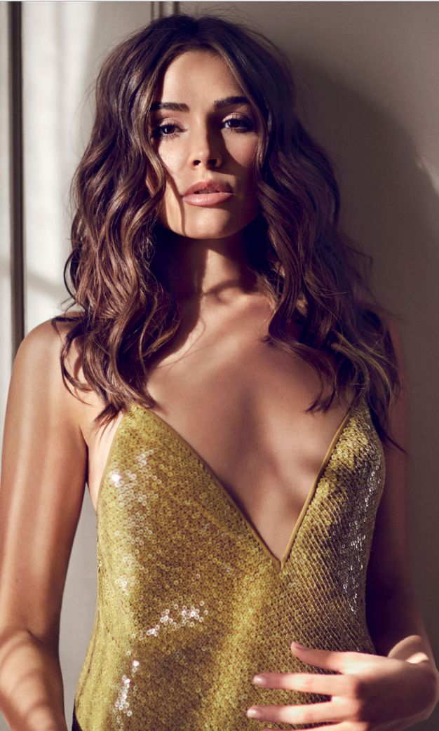 Who made Olivia Culpo's yellow sequin dress?