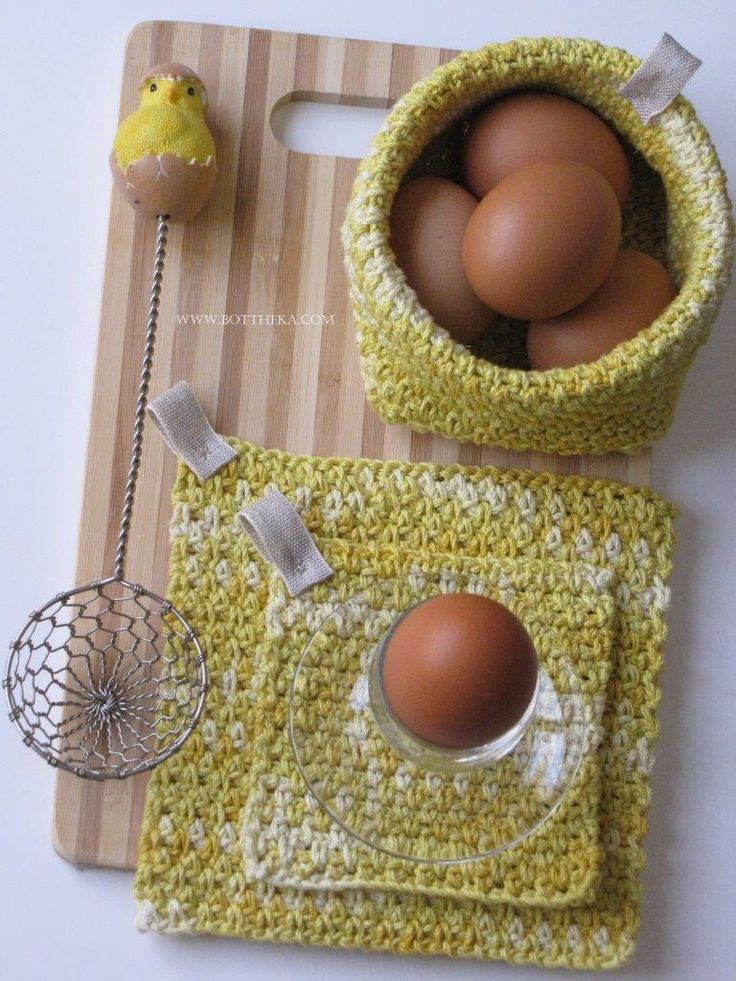 egg yellow color http://bottheka.com/en/kitchen-affairs-ii