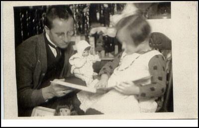 Real photo-AK 1930/40 men father christmas gift doll book Christmas